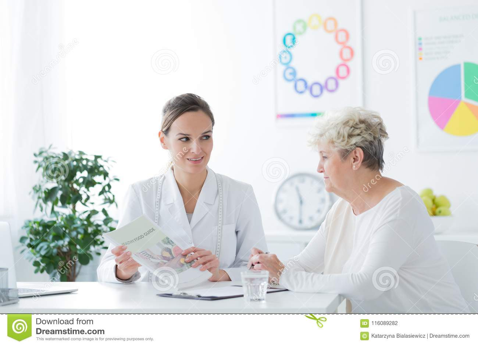 Vrouw tijdens medisch gesprek