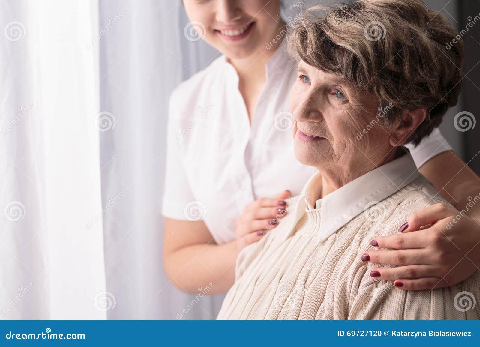 Vrouw in verpleeghuis