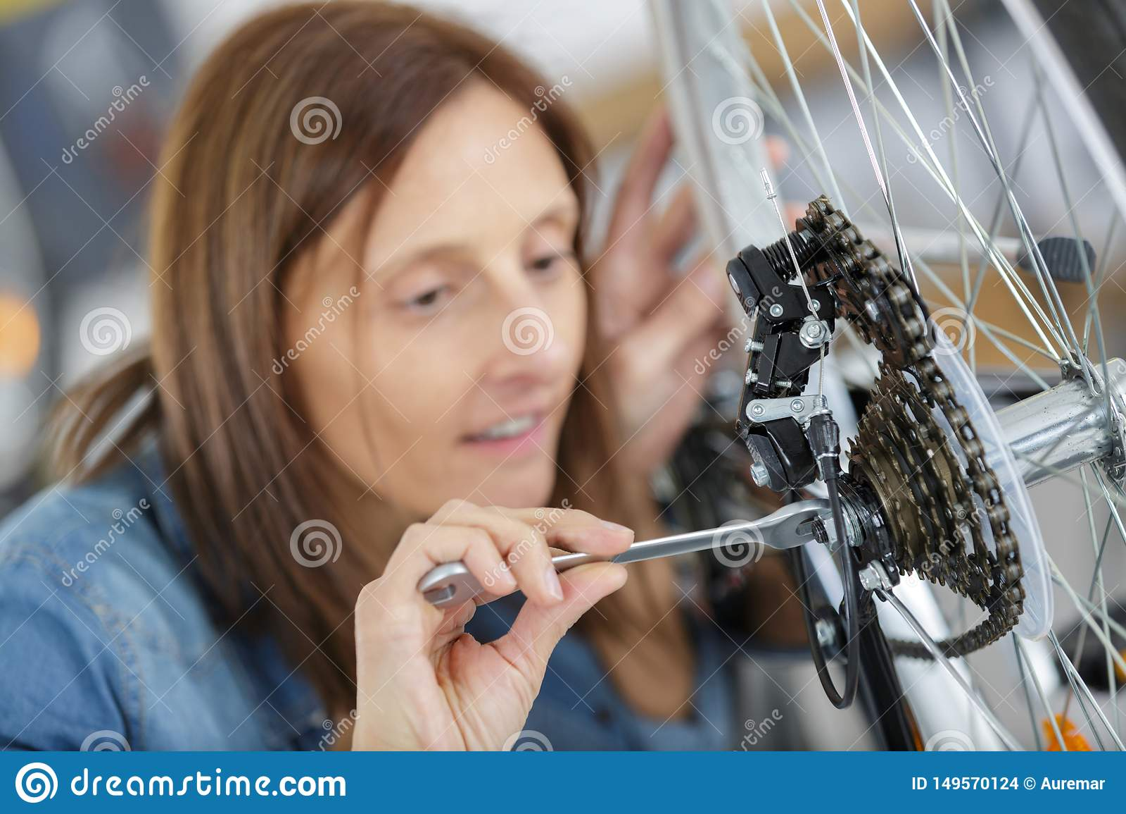 Vrouwelijk mechanisch het aanhalen pedaal op fiets