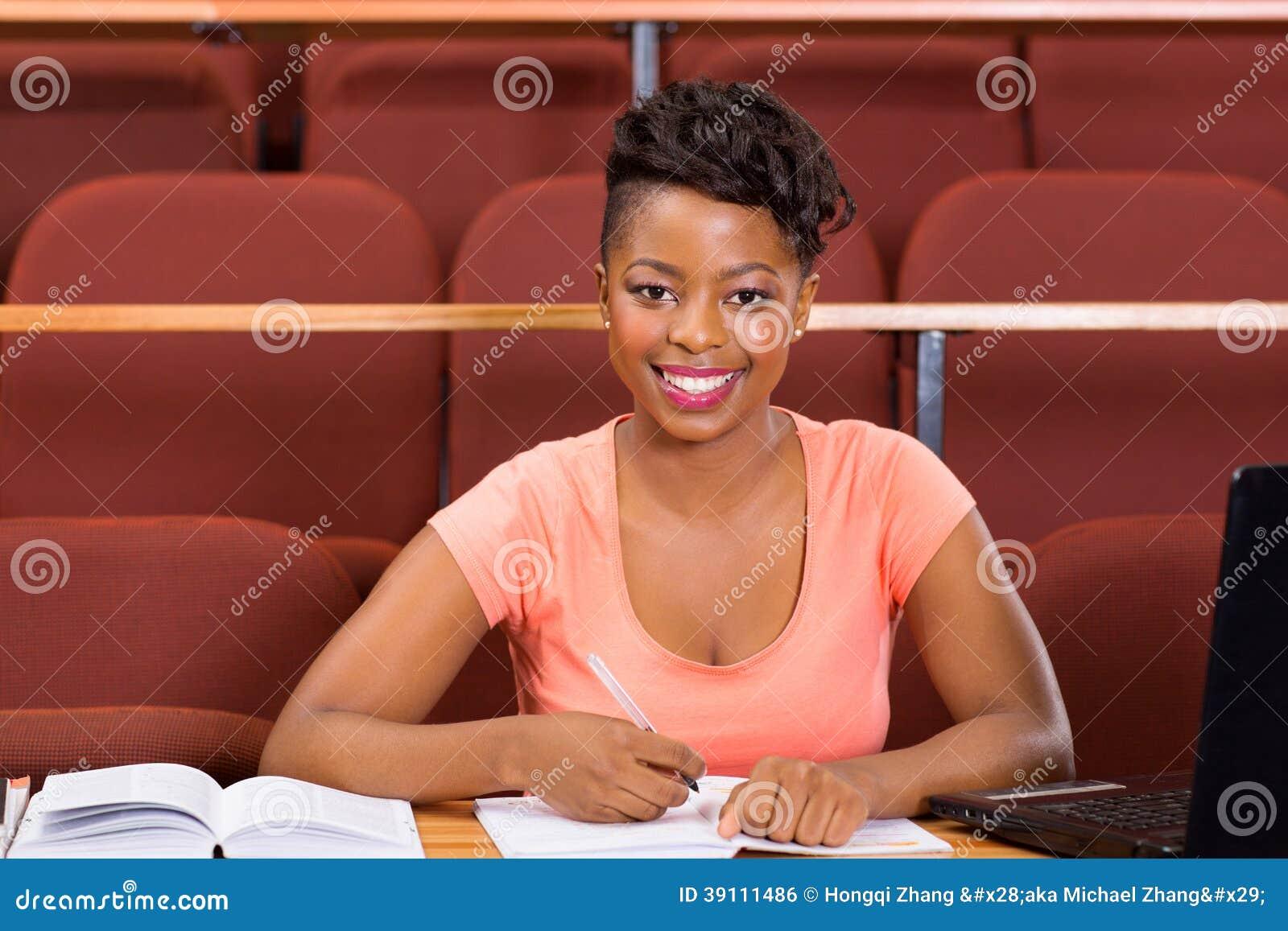 Vrouwelijke Afrikaanse universitaire student