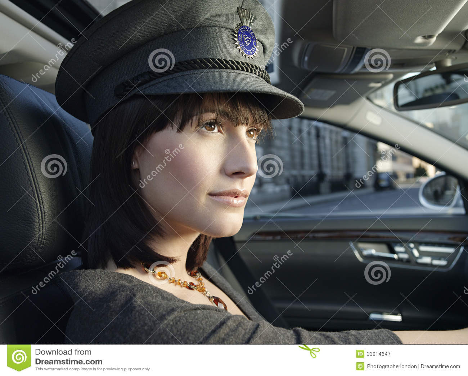 vrouwelijke chauffeur die een auto drijven royalty vrije stock fotografie afbeelding 33914647. Black Bedroom Furniture Sets. Home Design Ideas