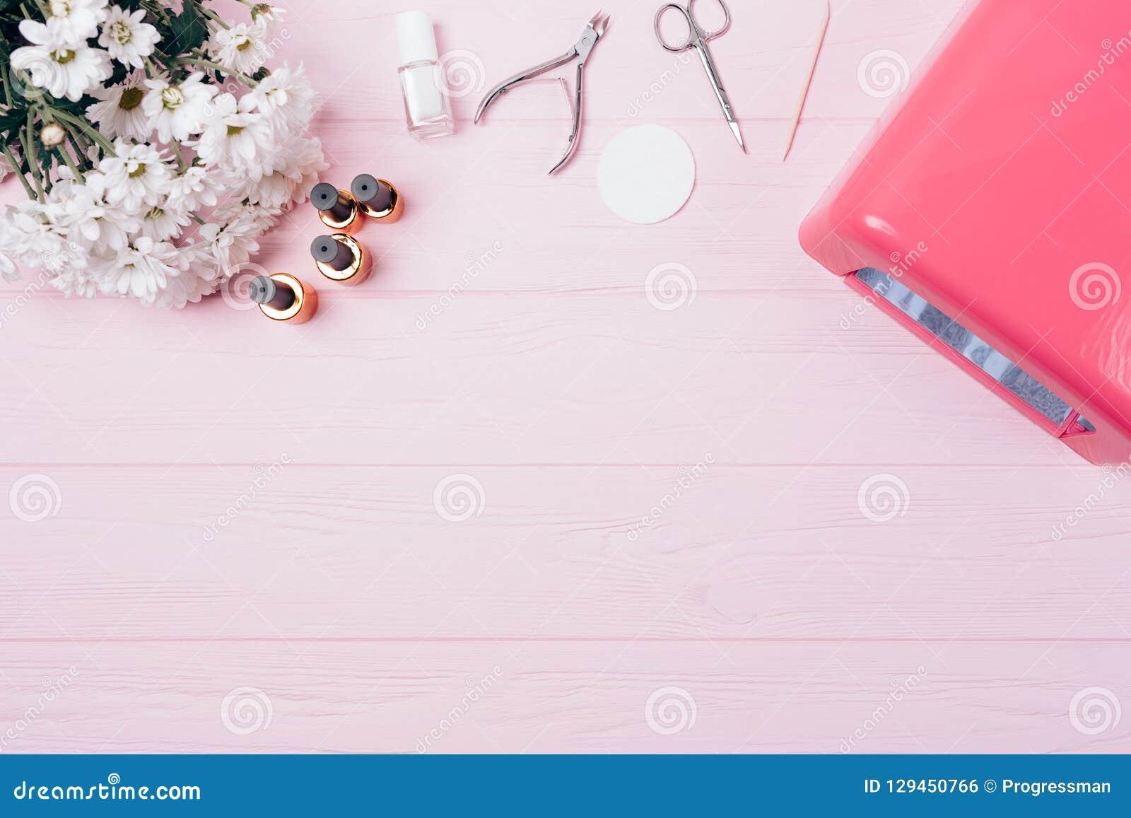 Vrouwelijke flatlay materiaal langdurige manicure