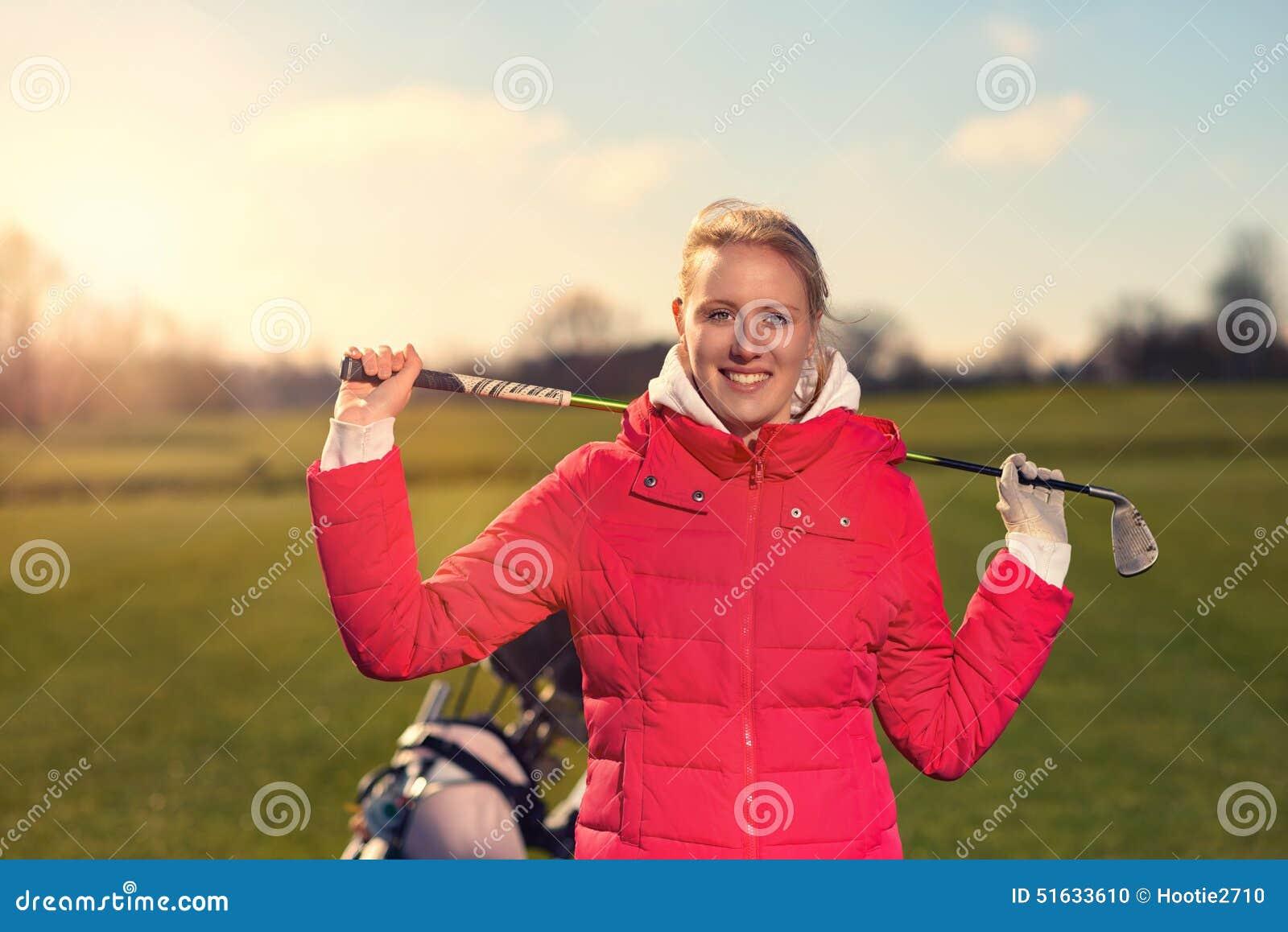 Vrouwelijke Golfspeler met een Golfclub over haar Schouder