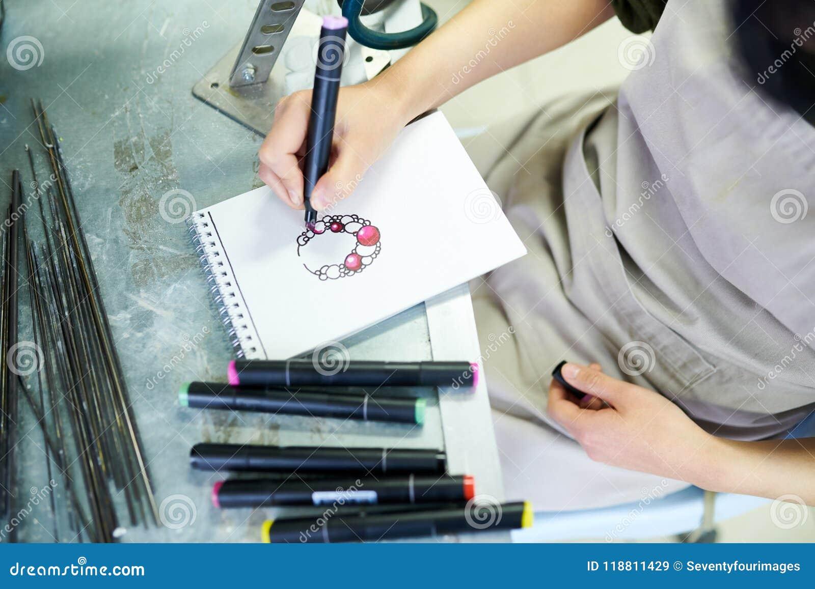 Vrouwelijke Kunstenaar Drawing Jewelry Sketch