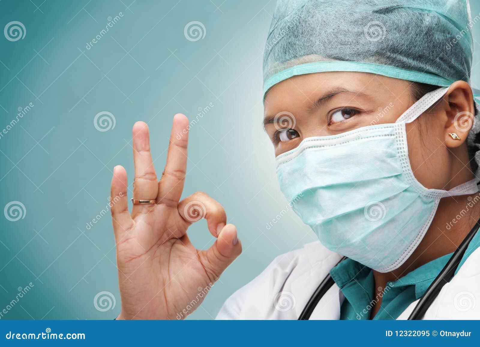 3ff63a5d2381a3 Vrouwelijke Medische Arts Met O.k. Teken Stock Afbeelding ...