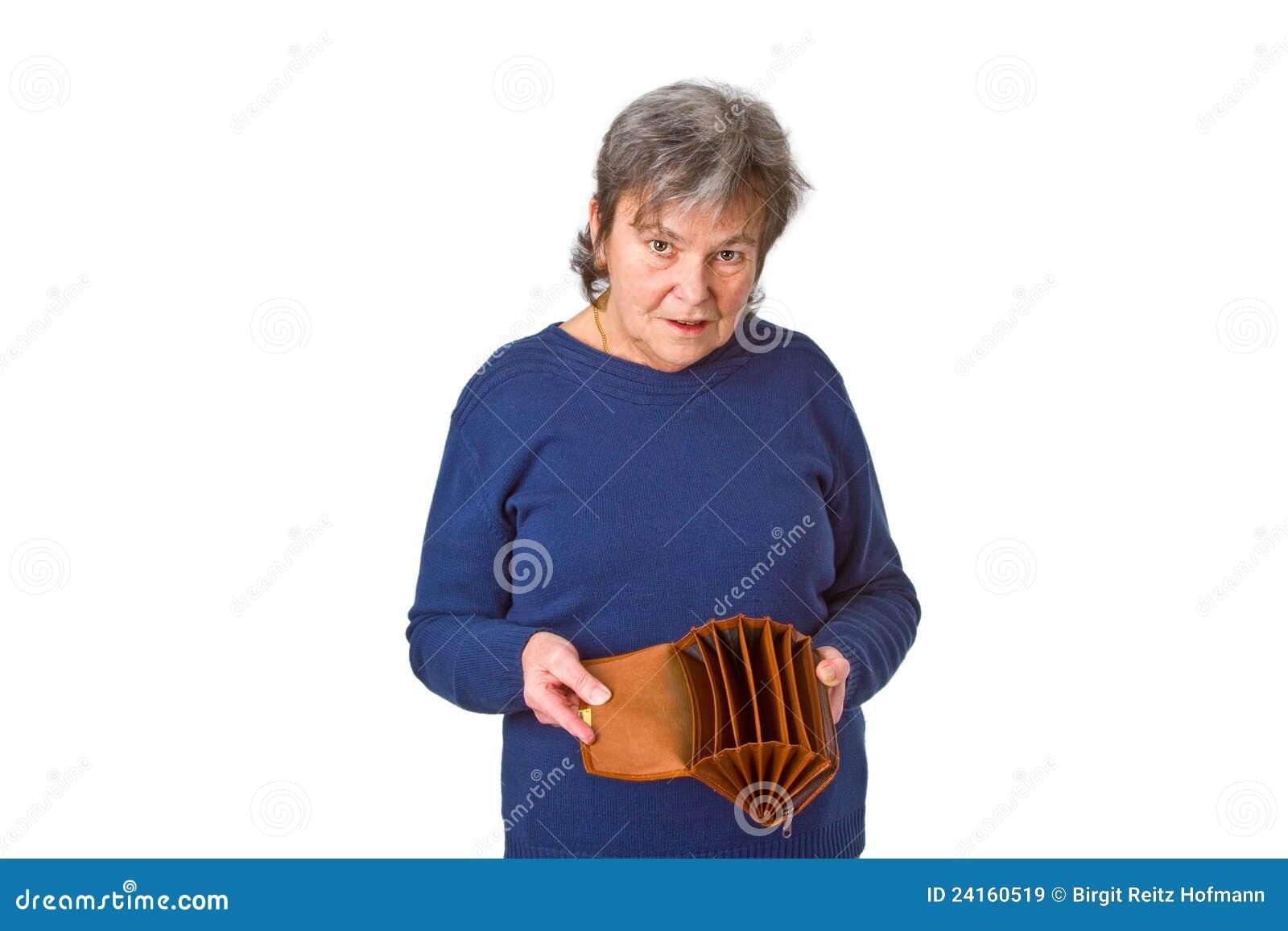 Vrouwelijke oudste die lege portefeuille toont