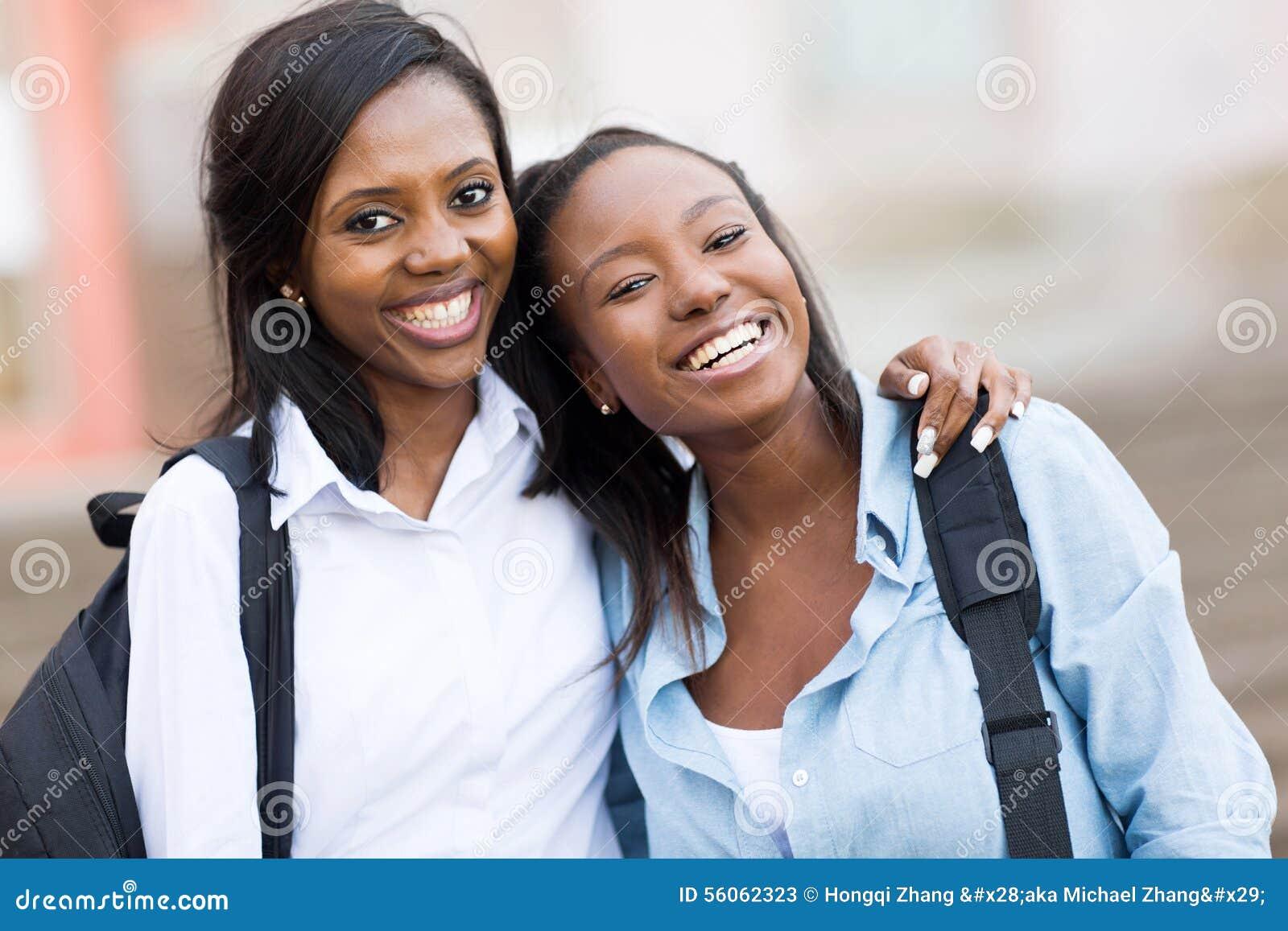 Vrouwelijke universiteitsvrienden