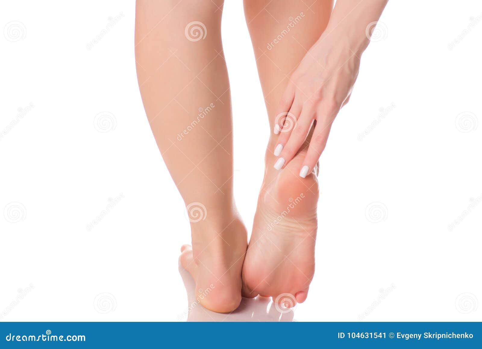 Download Vrouwelijke Voeten Van De Hielschoonheid De Geneeskunde Stock Afbeelding - Afbeelding bestaande uit pijn, gezondheid: 104631541