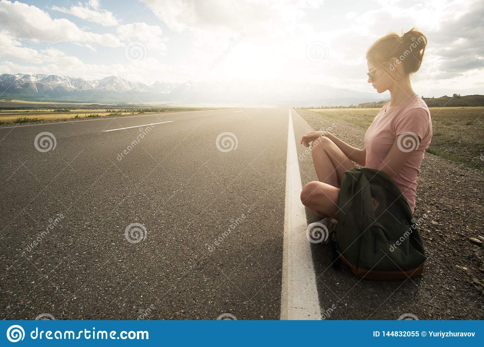 Vrouwen backpacker reis openlucht