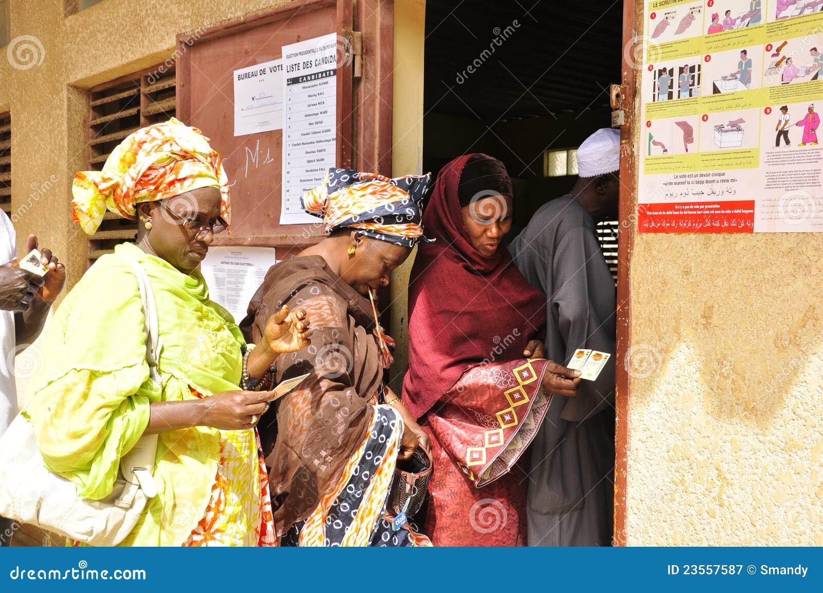 Vrouwen die over Senegal stemmen 2012 Presidentiële verkiezingen