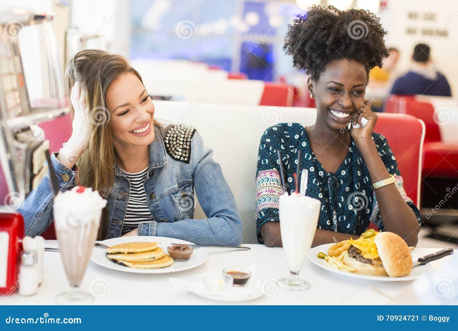 Vrouwen in diner