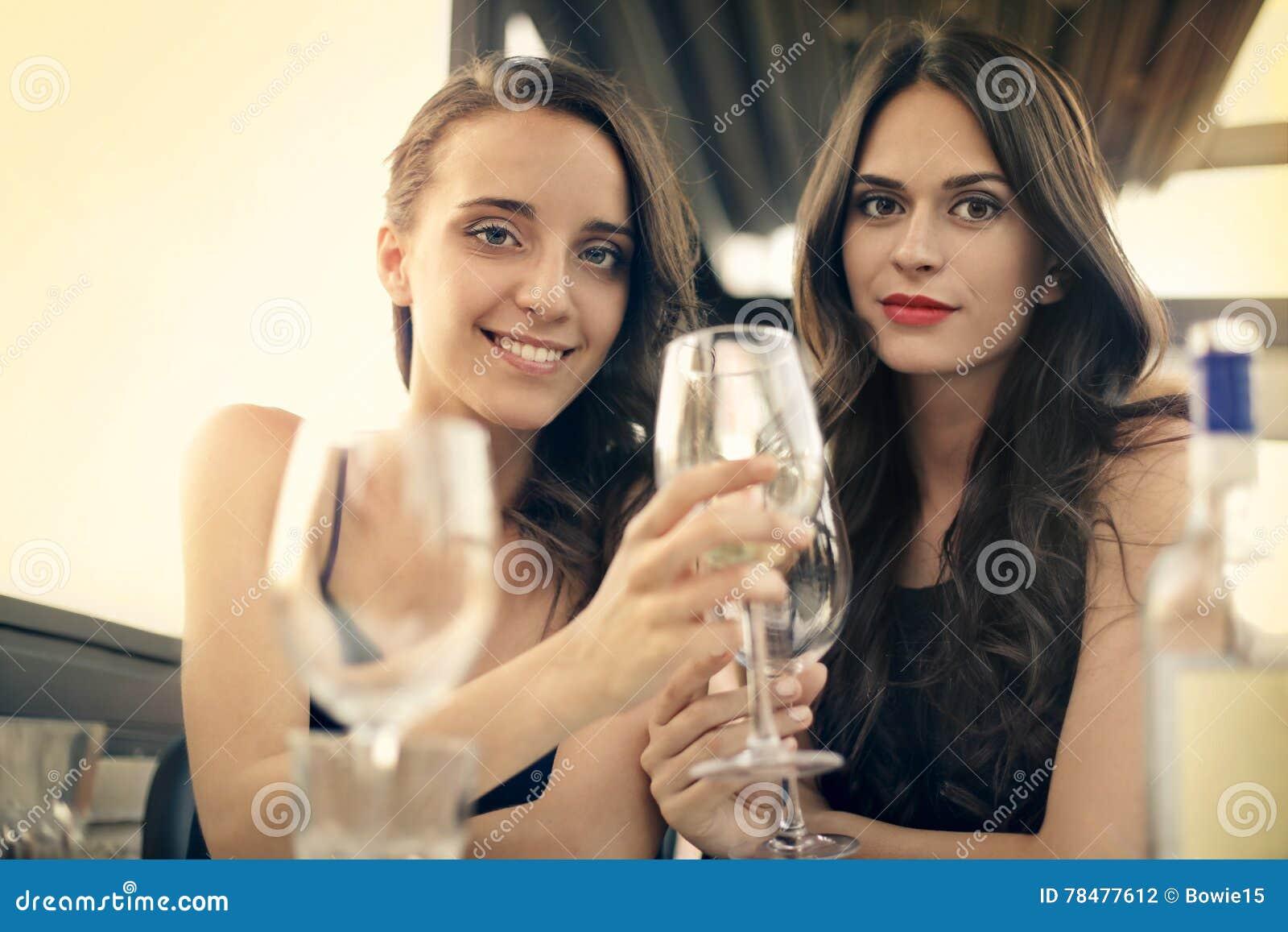 Vrouwen in een restaurant