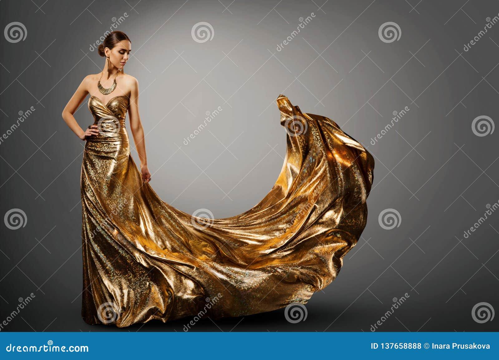 Vrouwen Gouden Kleding, Mannequin in Lange Golvende Toga, Jonge Meisjesschoonheid