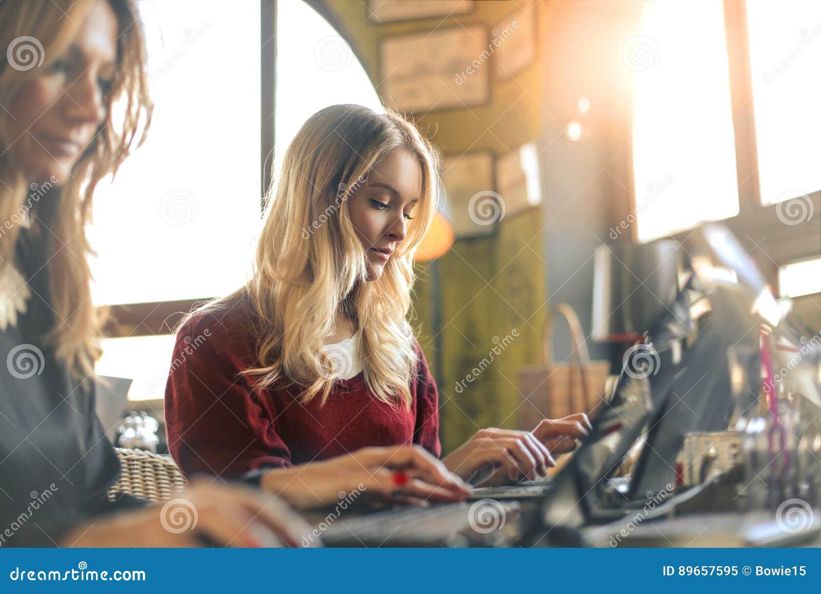 Vrouwen het werken