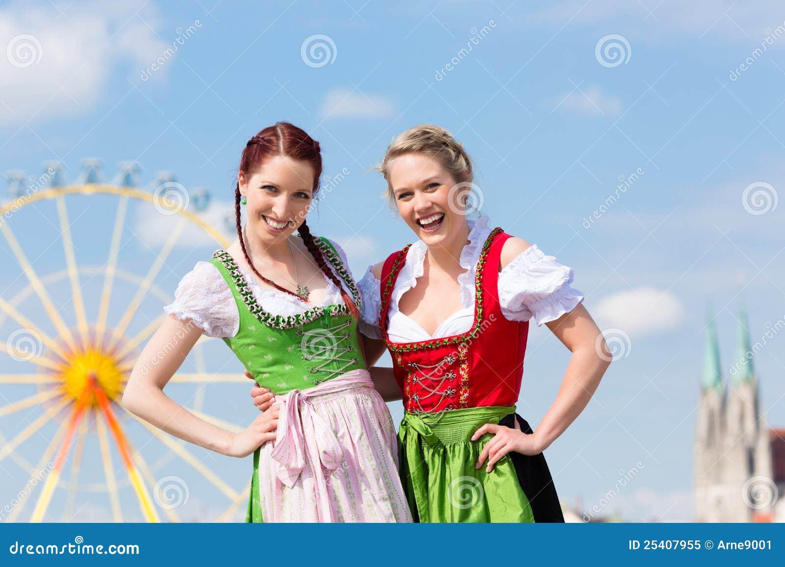 Vrouwen met beierse dirndl op fesival royalty vrije stock foto beeld 25407955 - Bakkerij lyon ...