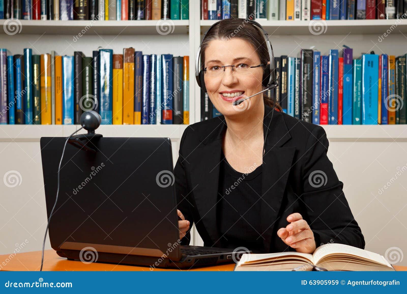 Vrouwenafstand online het leren zaken