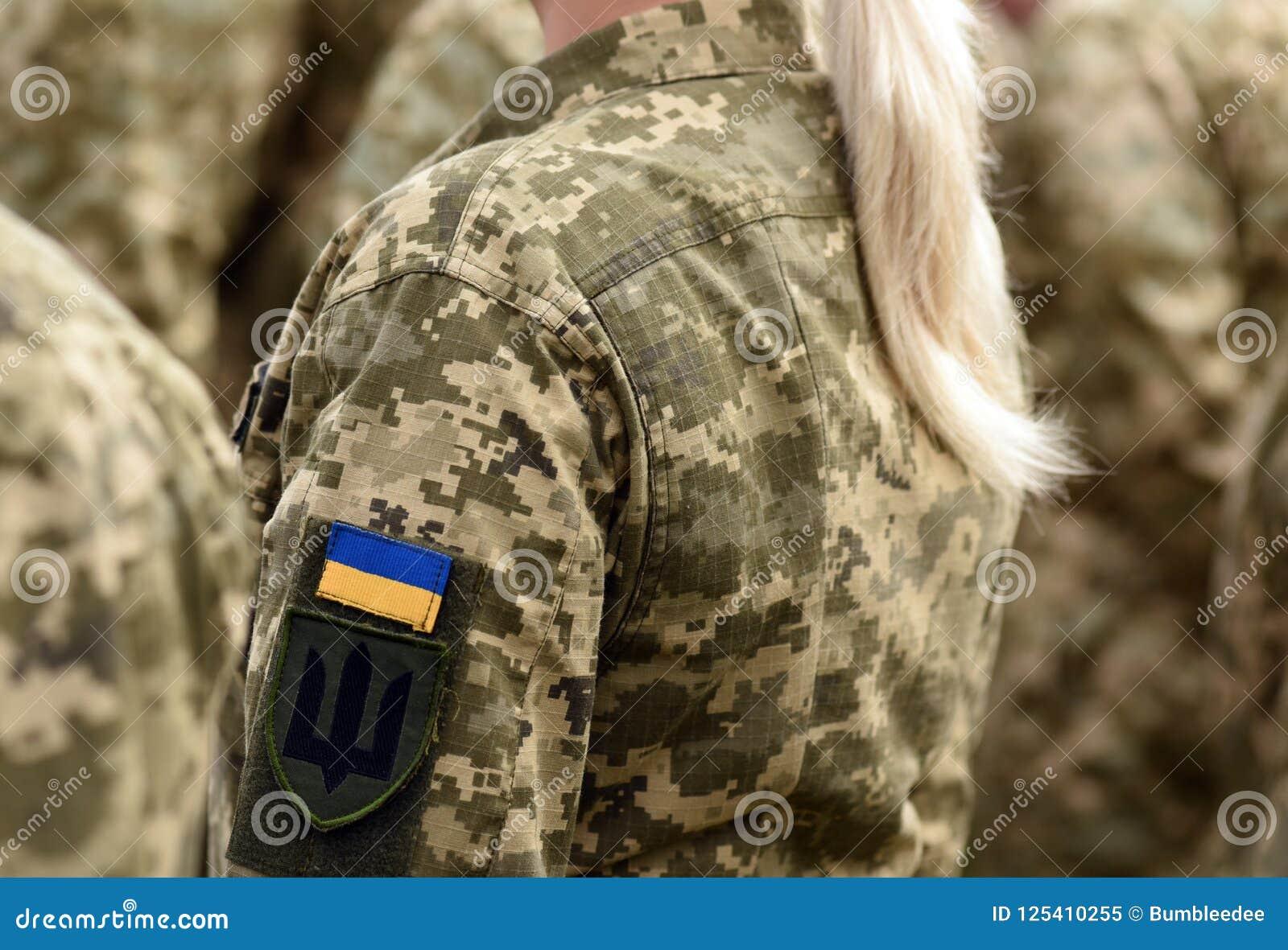 Vrouwenmilitair Vrouw in leger Militaire eenvormig van de Oekraïne Ukrainia