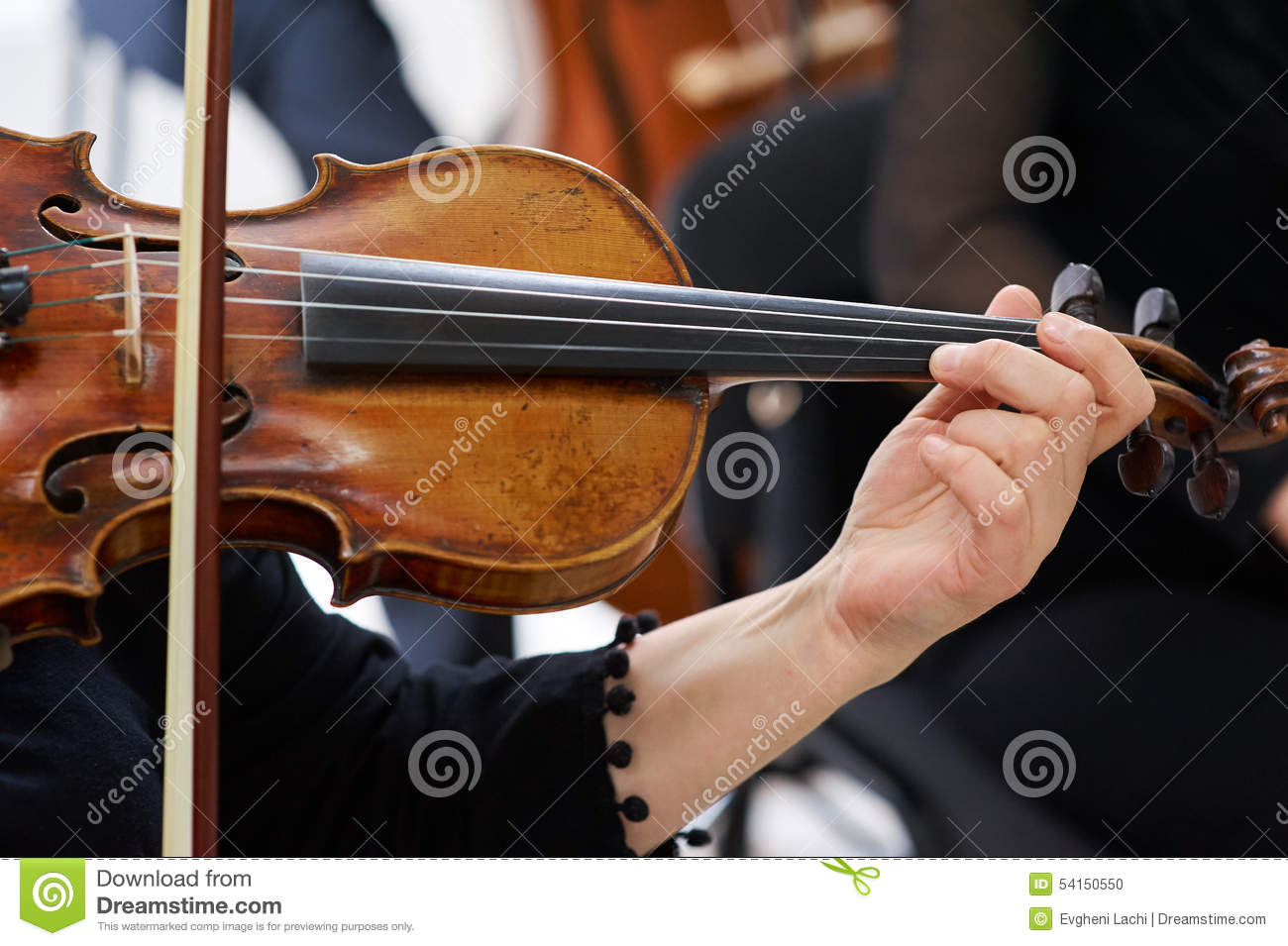 Vrouwenviolist Playing Classical Violin