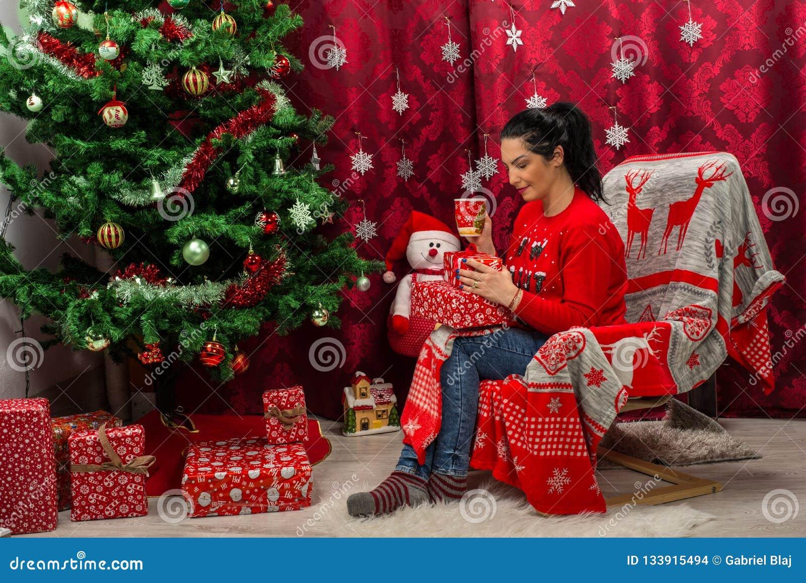 Vrouwenzitting als voorzitter met Kerstmisgiften