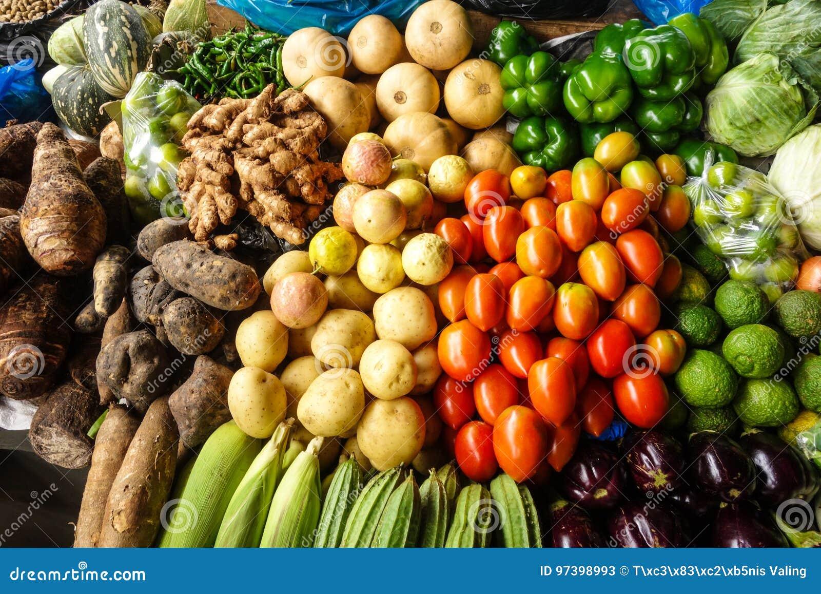 Vruchten en groenten in lokale markt