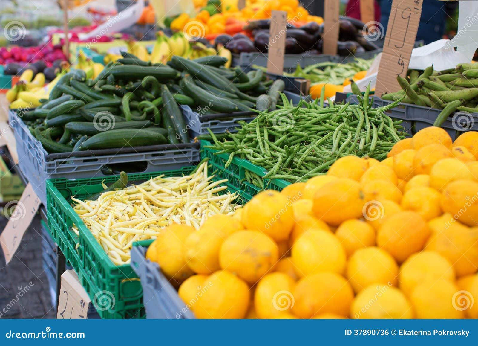 Vruchten en groenten op markt
