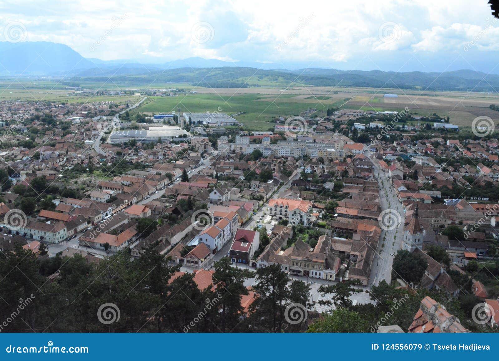 Vue à la ville de Rushnov de la forteresse