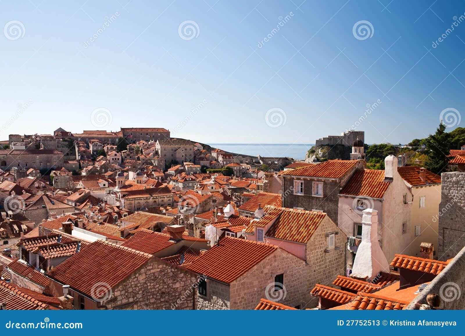 Vue élevée de la ville des murs de ville, Dubrovnik