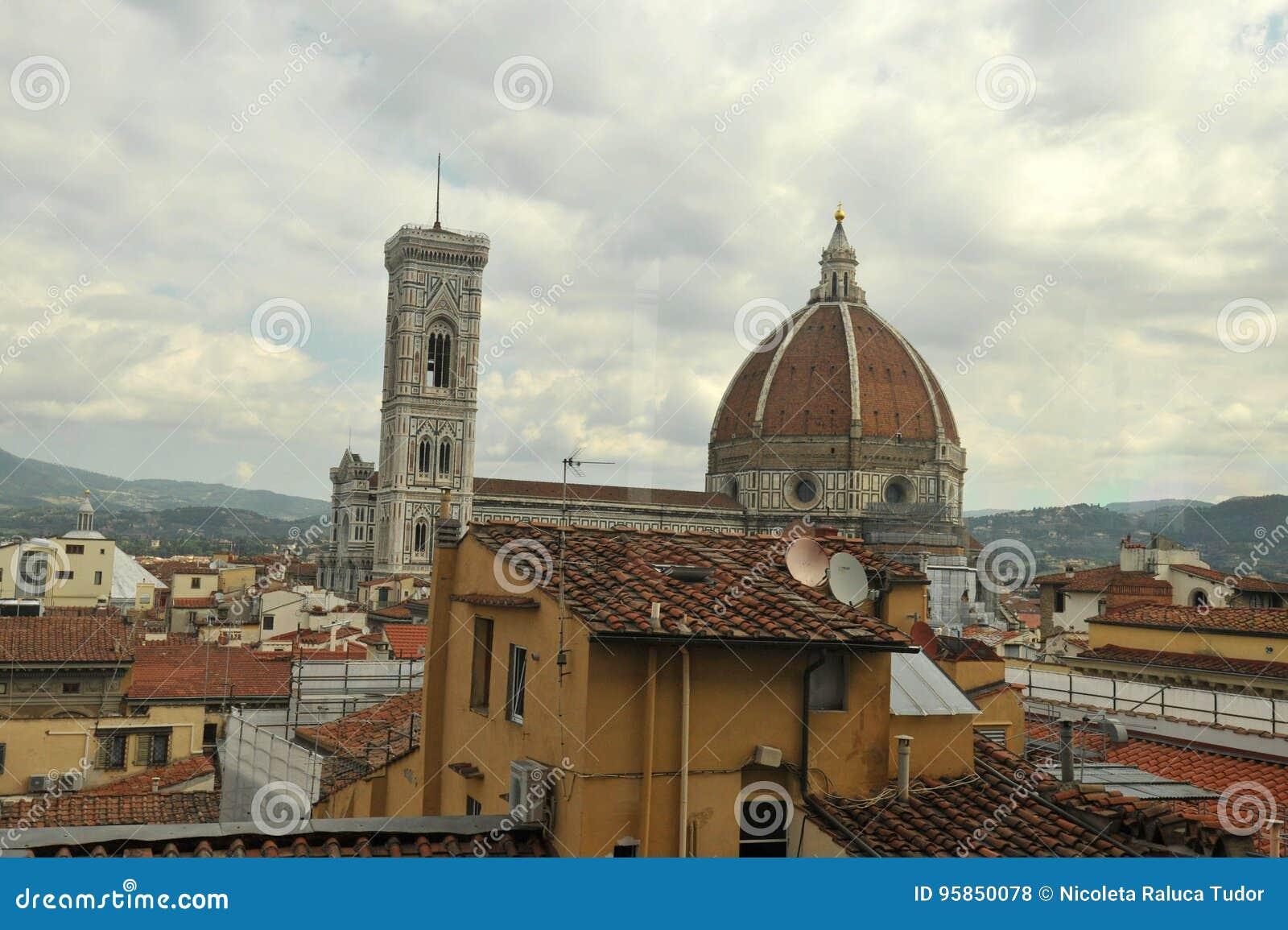 Vue étonnante à Florence, le dôme vu d un hôtel
