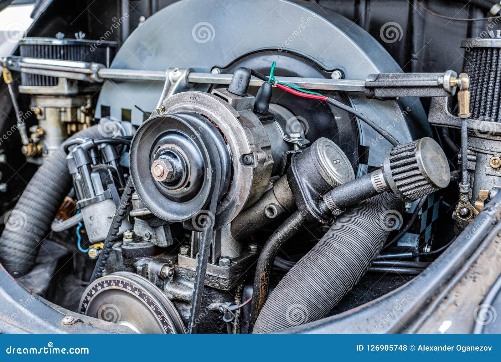 Vue étroite haute de moteur de voiture