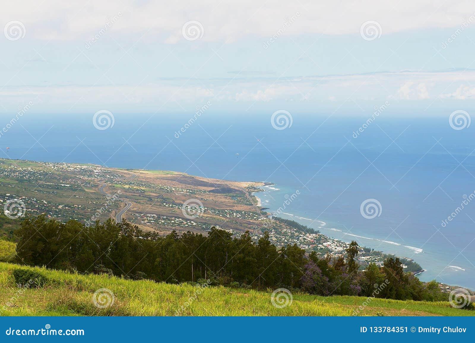 Vue aérienne au-dessus de la côte de l Océan Indien chez Les Colimatons Les Hauts chez Reunion Island, d outre-mer français
