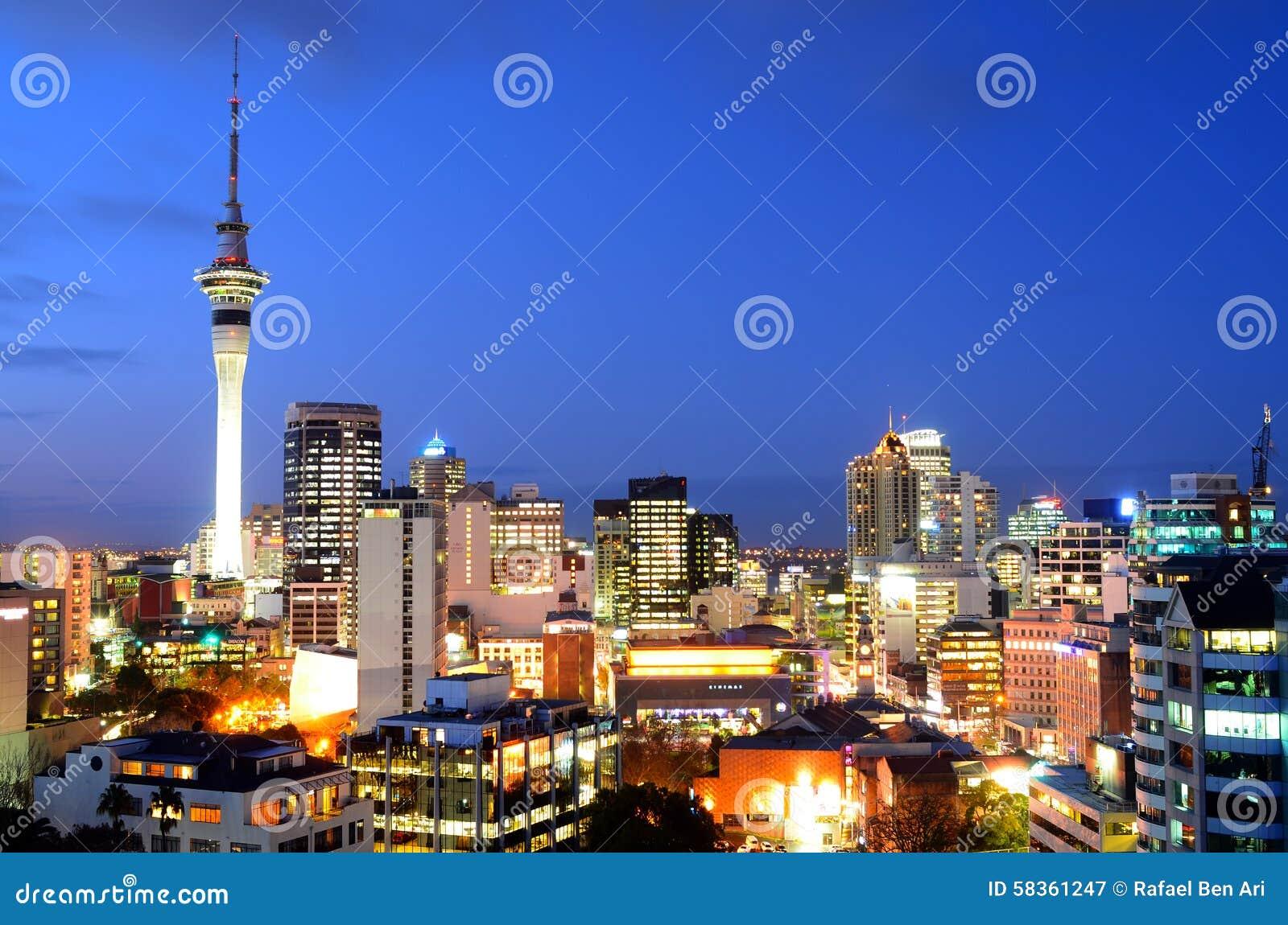 Vue aérienne d horizon de place financière d Auckland au crépuscule