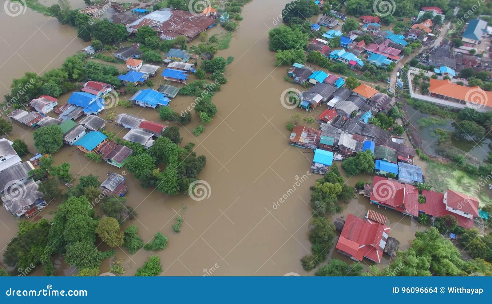 Vue aérienne d inondation