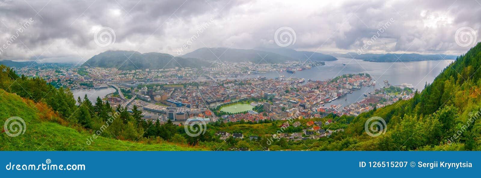 Vue aérienne de Bergen, Norvège Vue panoramique de centre de la ville, de port de Vagen et de Puddefjorden