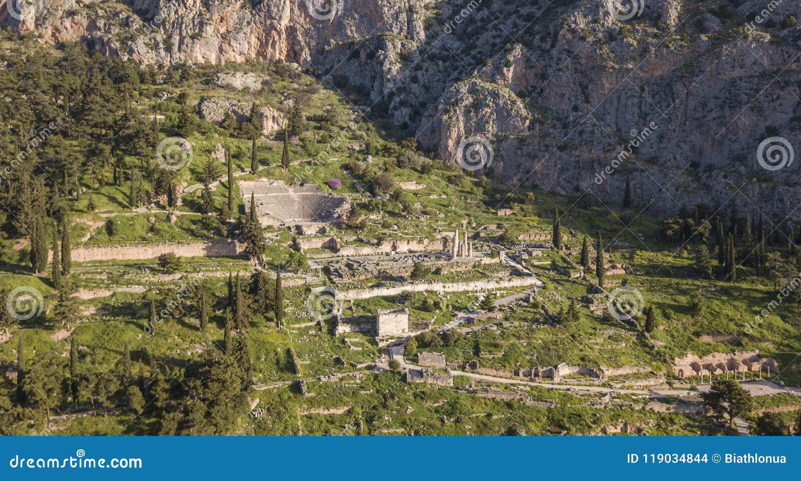 Vue aérienne de Delphes antique, le sanctuaire célèbre en Grèce centrale