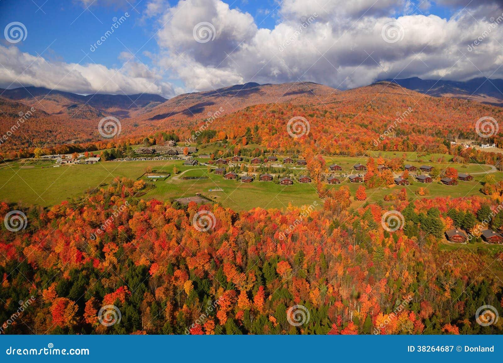 Vue aérienne de feuillage d automne dans Stowe, Vermont