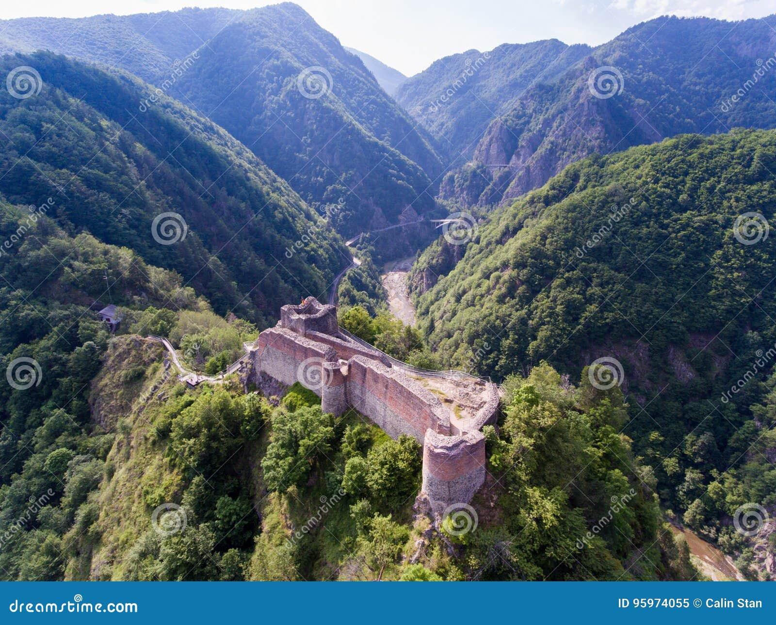 Vue aérienne de forteresse Poenari près d Arefu, comté d Arges, Romani
