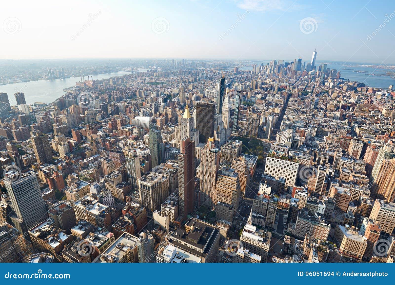 Vue aérienne de New York City Manhattan avec des gratte-ciel dans un jour ensoleillé