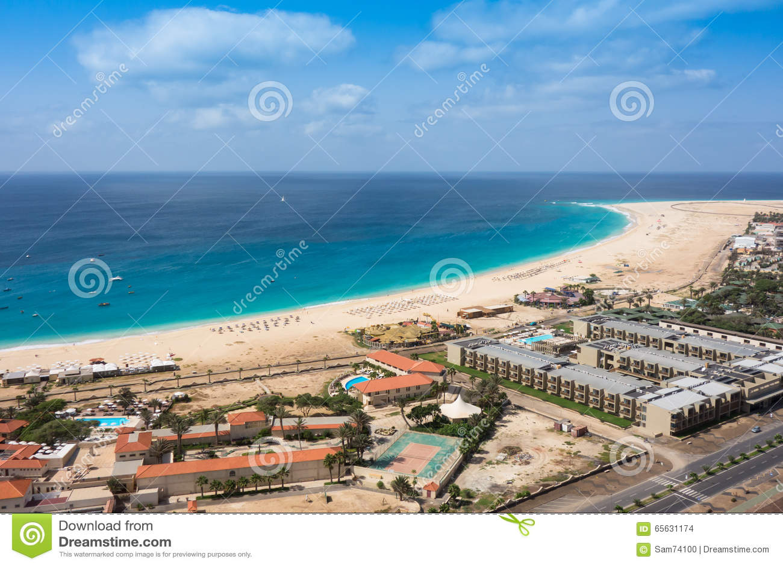 Vue aérienne de plage de Santa Maria en île de sel Cap Vert - Cabo
