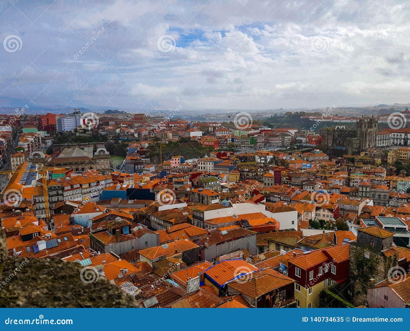 Vue aérienne de Porto, Portugal dans un jour nuageux
