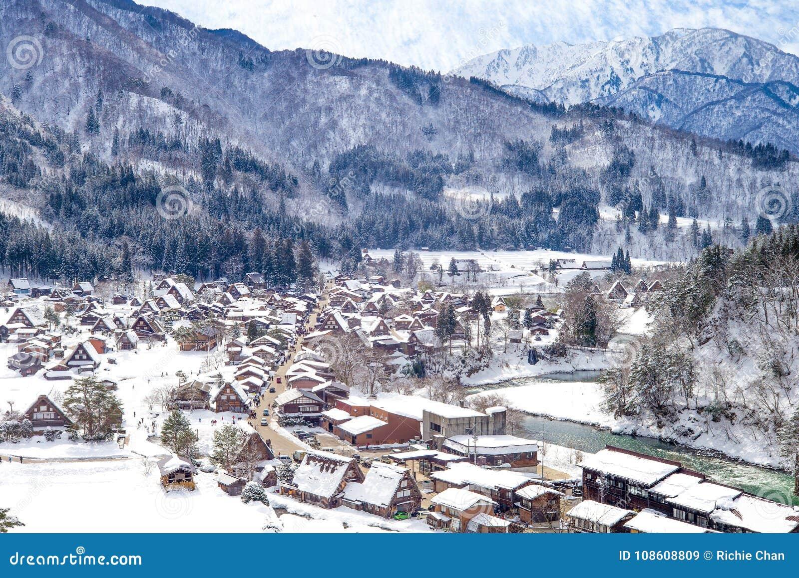 Vue aérienne de village Gifu Japon de Shirakawa