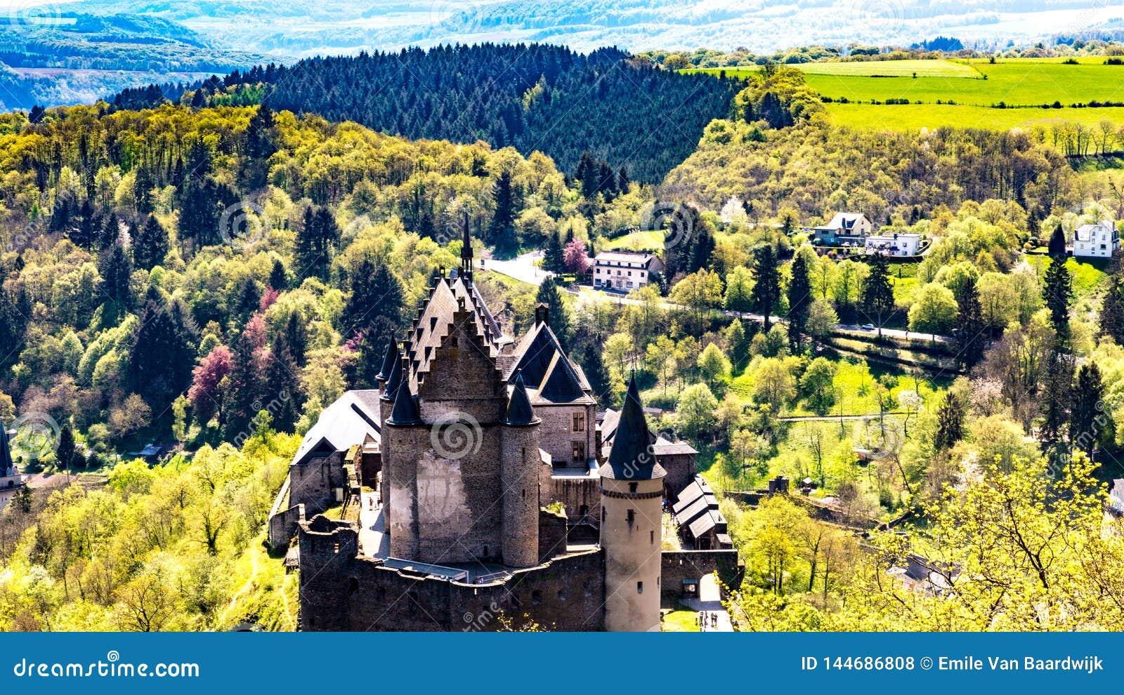 Vue aérienne du château dans Vianden Luxembourg l Europe