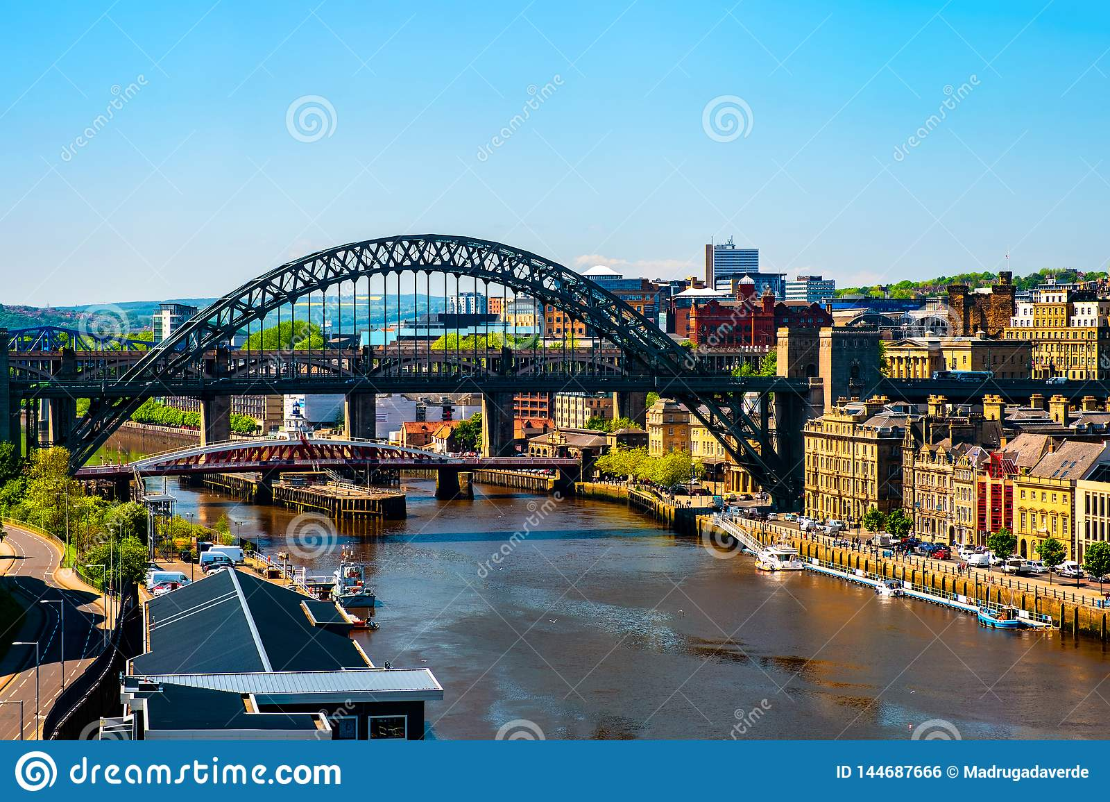 Vue a?rienne du pont de haut niveau ? Newcastle sur Tyne, R-U