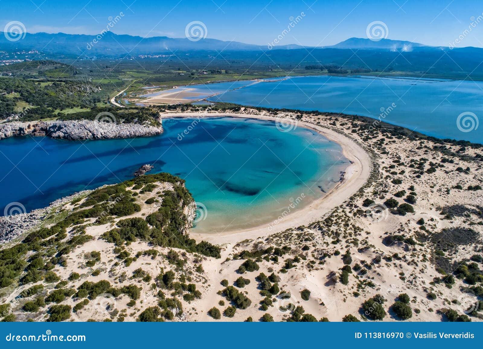 Vue aérienne panoramique de la plage de voidokilia, une de la meilleure plage