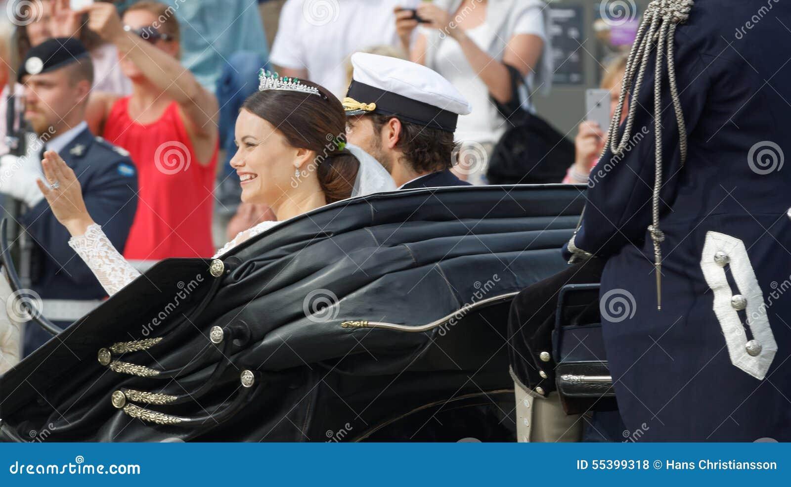 Vue arrière du prince suédois Carl-Philip Bernadotte et son W