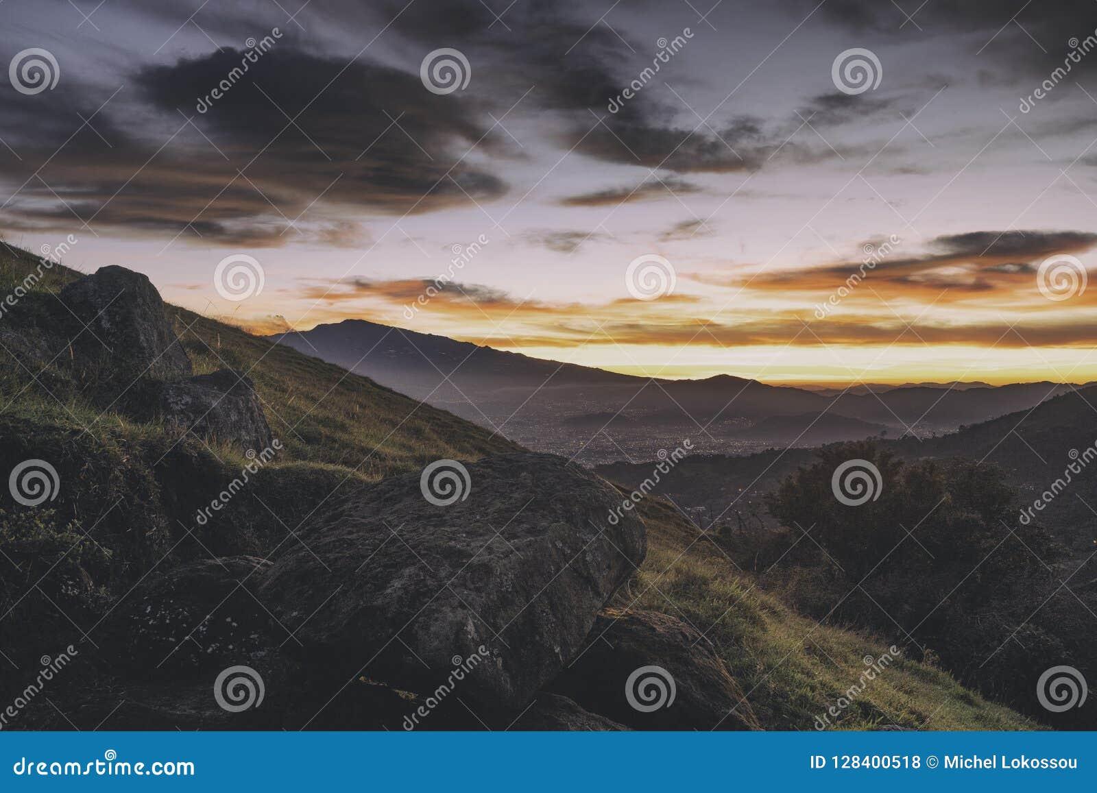 Vue au-dessus de San José, Costa Rica au lever de soleil
