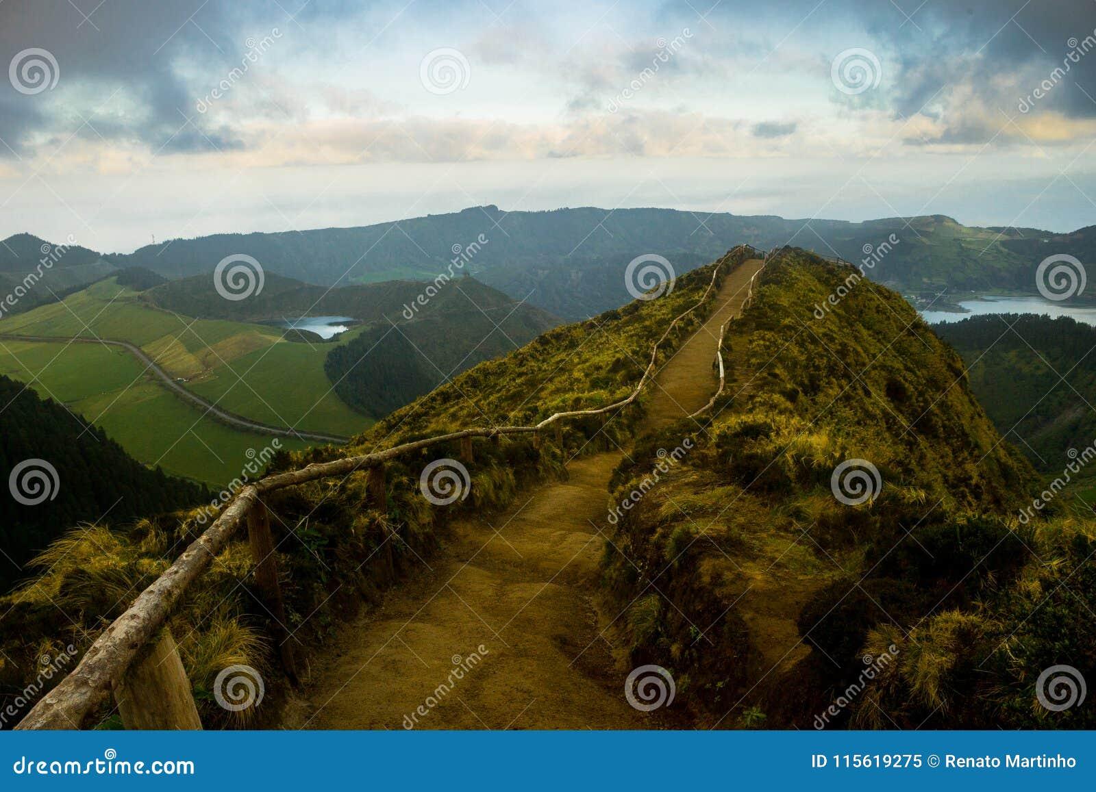 Vue au-dessus de Volcano Lakes