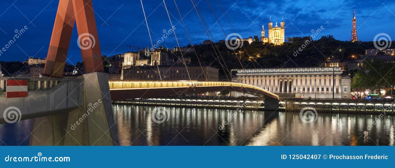 Vue célèbre de Lyon par nuit