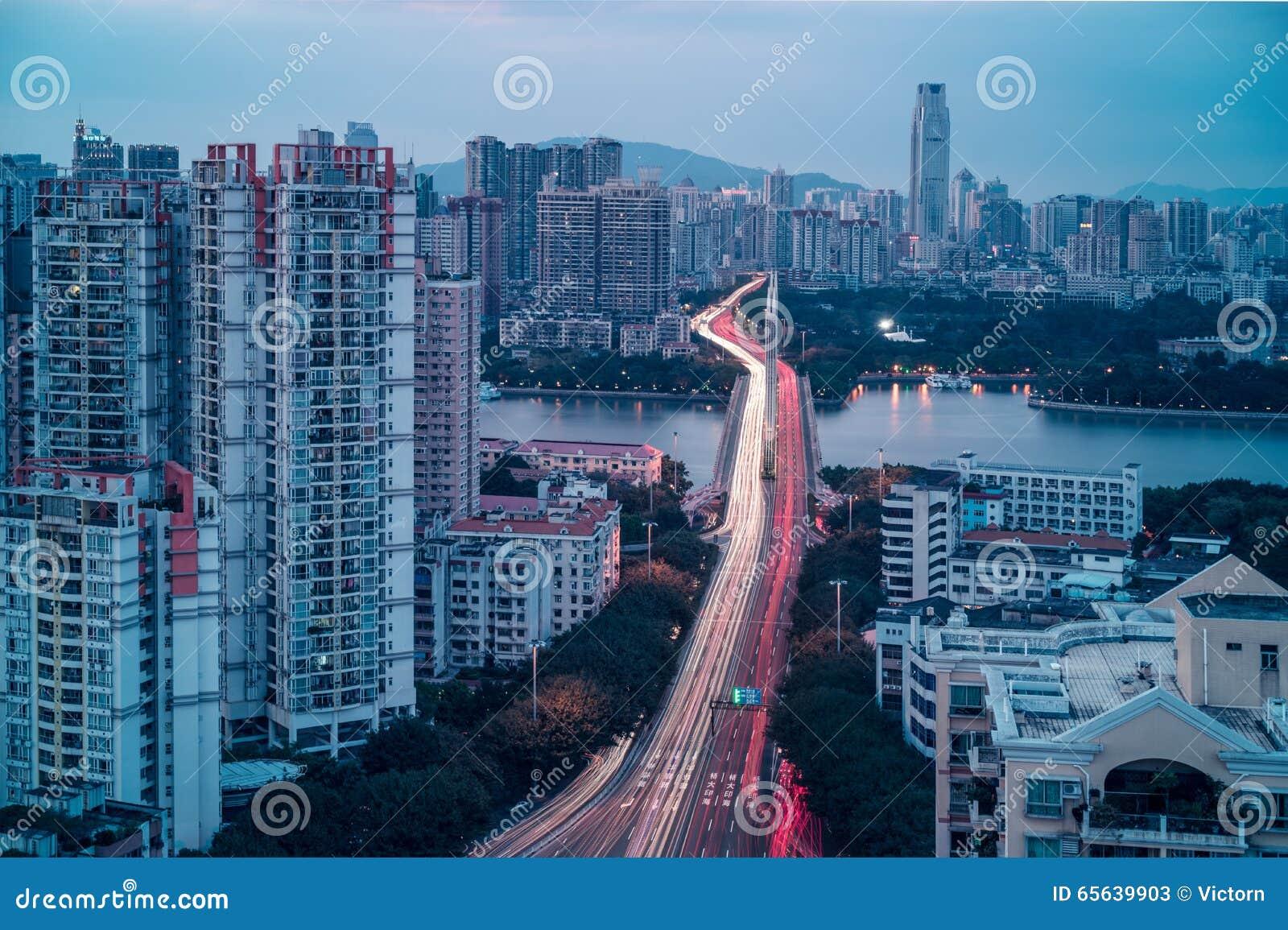Vue crépusculaire de ville de Guangzhou