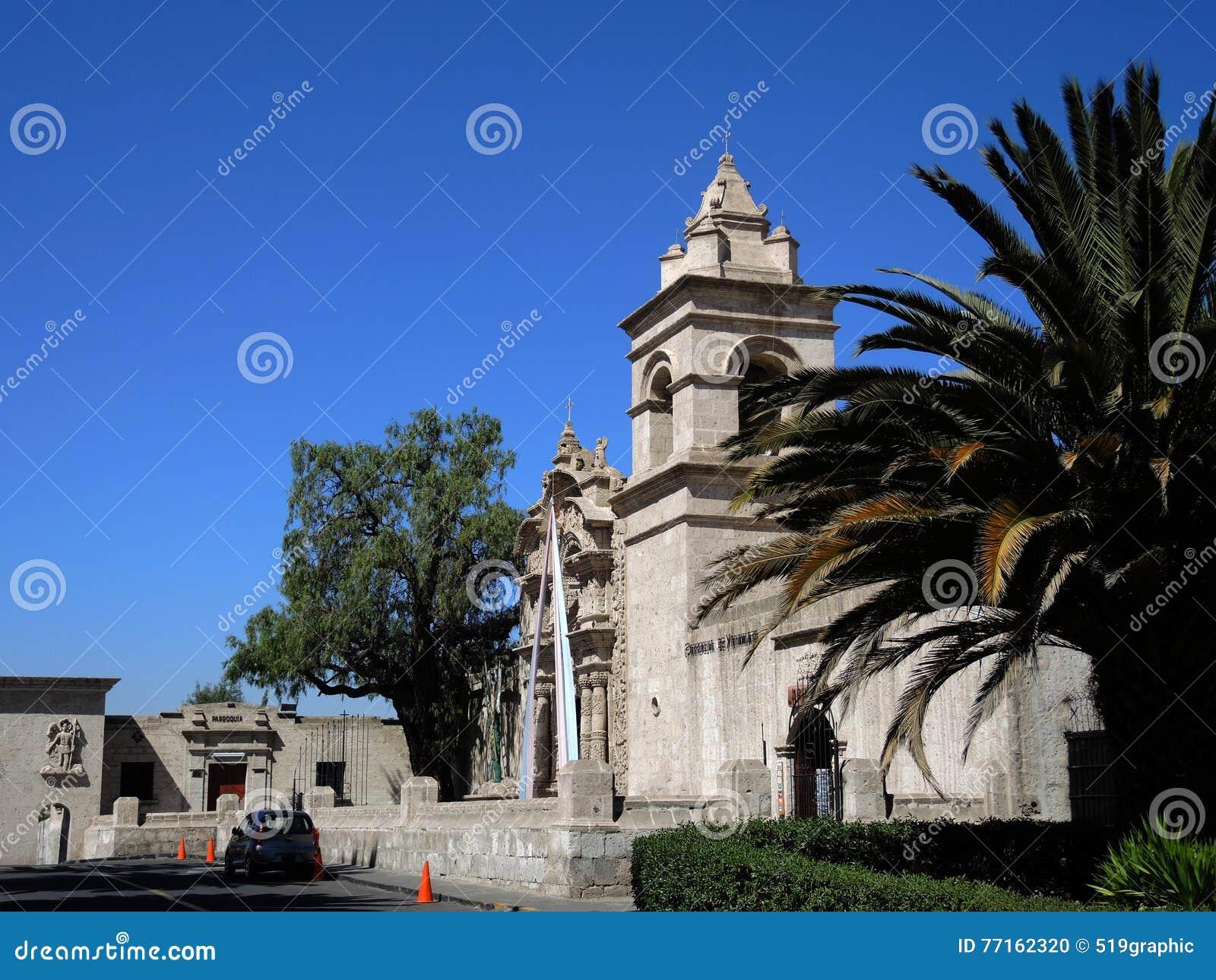Vue d église catholique antique