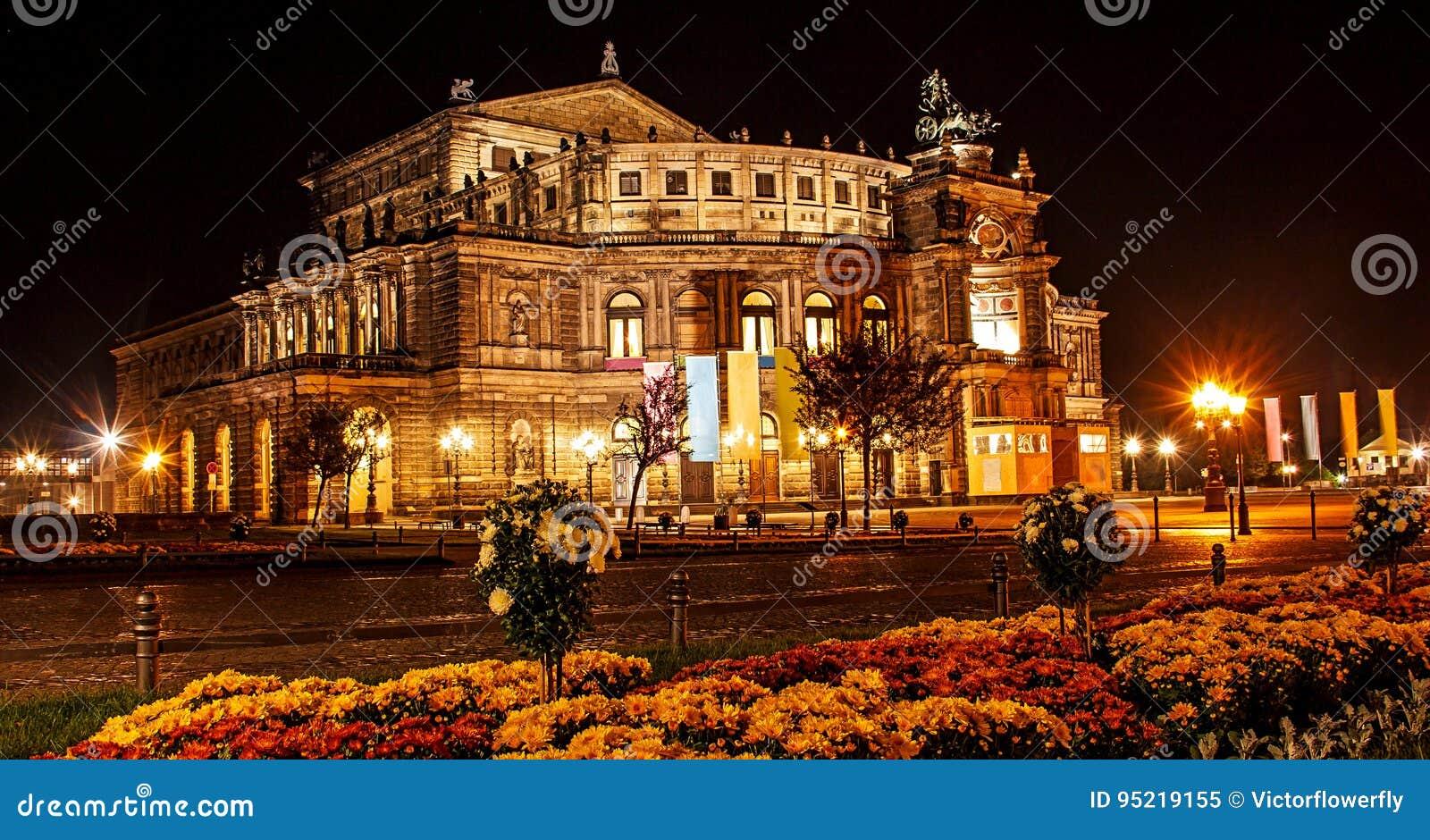 Vue d été de nuit belle du théatre de l opéra de l opéra d état de Sachsische Staatsoper Dresde Saxon ou du Semperoper, Dresde, A